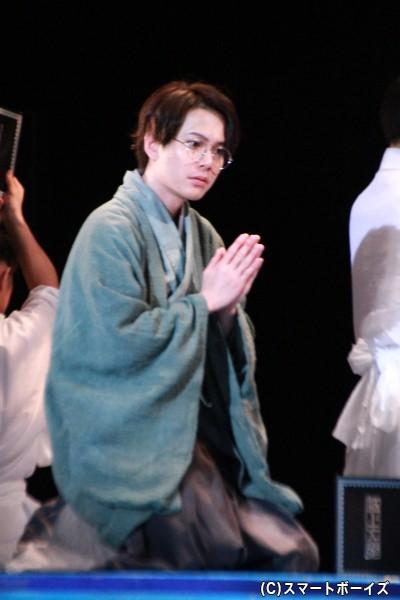 先生役の平野良さん