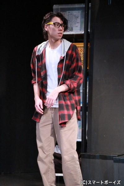 岡本は現在フリーターで、演出家との繋がりで劇団のお手伝いをすることに
