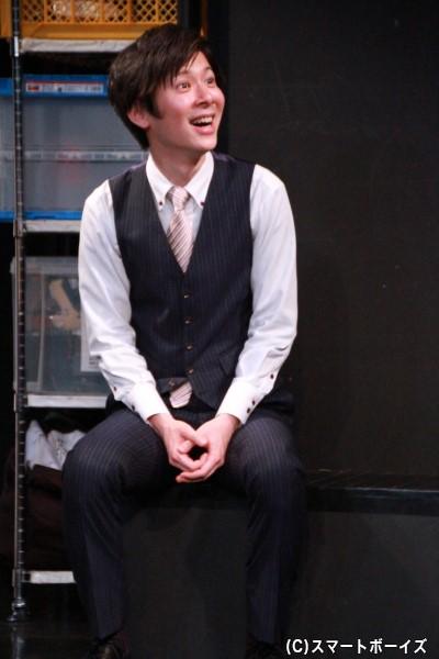 高岡保成さん演じる高木和弘は、シアターキャロルの劇場支配人