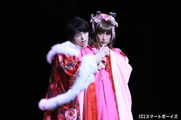 (右)諏訪姫役の井深克彦さん