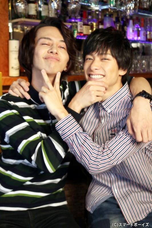 横井さんはボーダーのポロシャツ、小澤さんはストライプのワイシャツで登場!(笑)