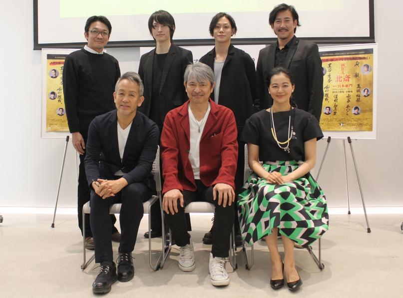 (前列左から)宮本亜門さん、升毅さん、黒谷友香さん (後列左から)津村知与支さん、和田雅成さん、玉城裕規さん、水谷あつしさん