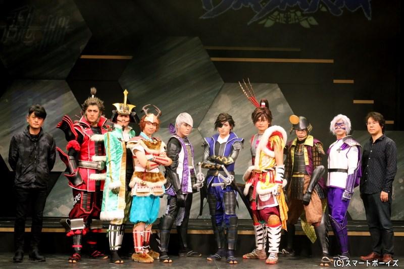 開幕挨拶には構成・演出・映像のヨリコジュンさん(左端)、企画・原作監修の小林裕幸さん(右端)も登場