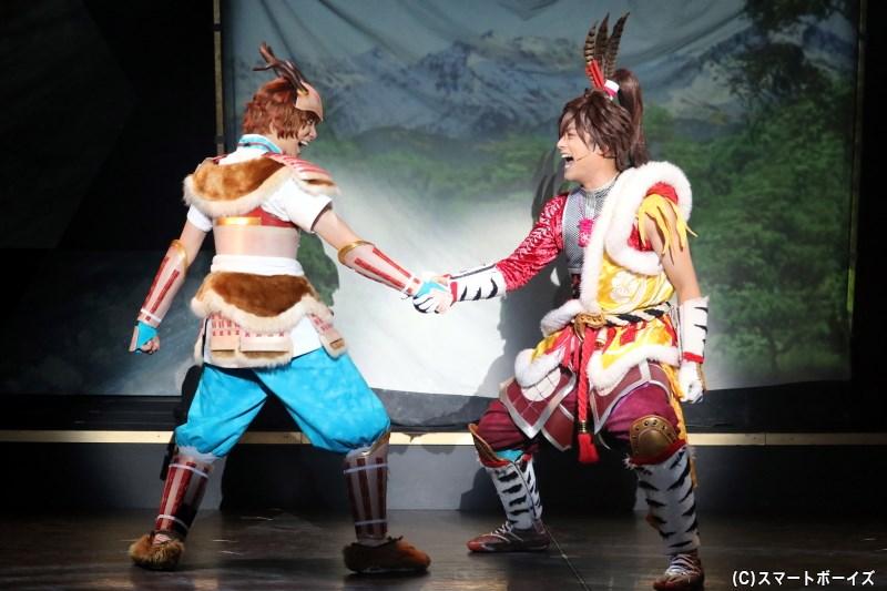 山中鹿之介(左・橘 龍丸さん) と前田慶次(右・伊阪達也さん)