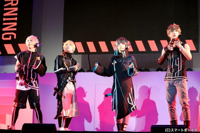 中井さんのSOSに立ちあがった仲間たちは、衣装も着替えて電脳世界の冒険へ!