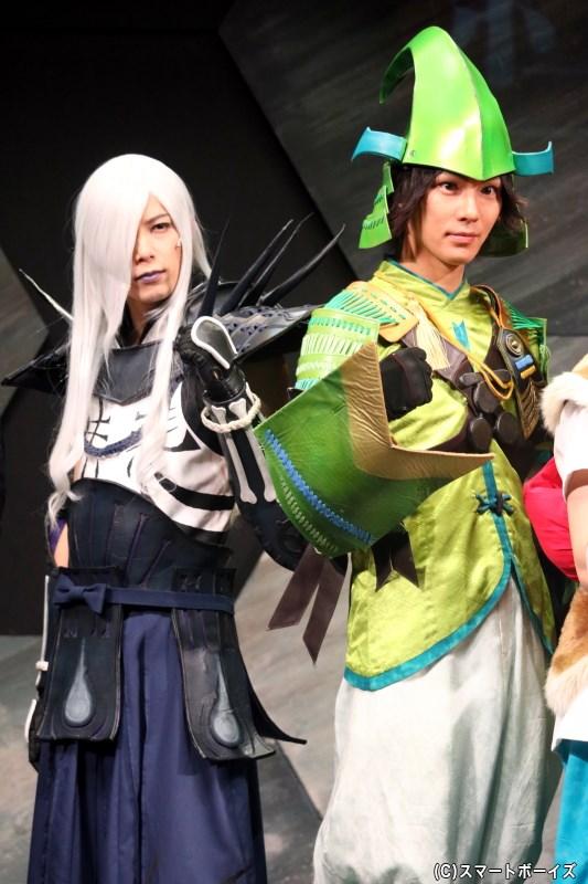 (左から) 明智光秀/天海役の瀬戸祐介さん、毛利元就役の小谷嘉一さん