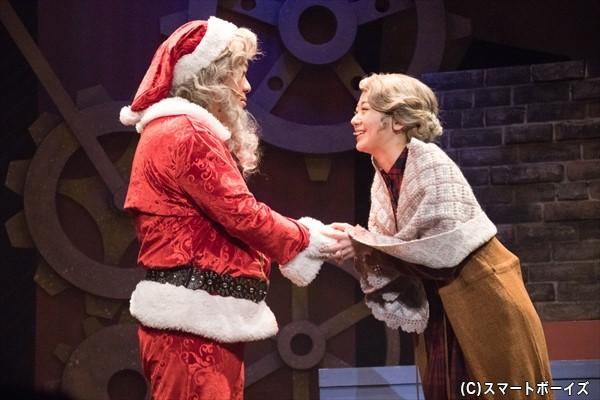 すべてのクリスマスを見たスクルージは、あることを心に誓い……