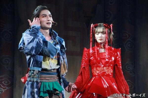 生駒さん演じるトゥーランドットと、松田さん演じるカラスが演劇の世界を変える!