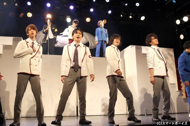 (手前左から)白鳳学院のリョウ(須永風汰さん)、キョウ(日向野祥さん)、シキ(小栗諒さん)、ジン(山木透さん)