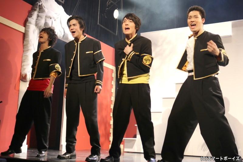 (左から)天黒寺高校のショウ(橘りょうさん)、アツキ(平井雄基さん)、レン(山﨑玲央さん)、ゲン(高田誠さん)