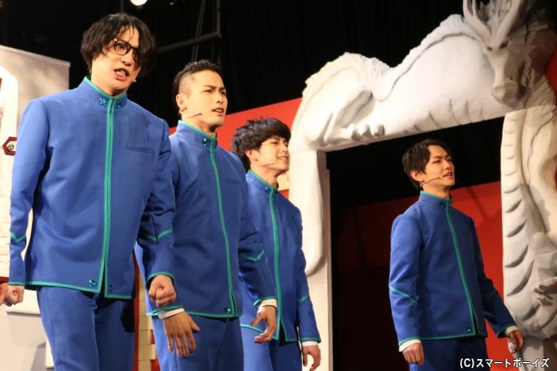 (左から)皇青学園のリク(松本祐一さん)、モク(加藤玲大さん)、カゲ(蓮井佑麻さん)、ヒナタ(阿部大地さん)