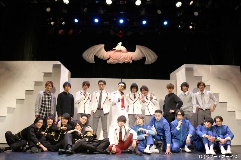 舞台『青春歌闘劇バトリズムステージWAVE』キャスト集合写真