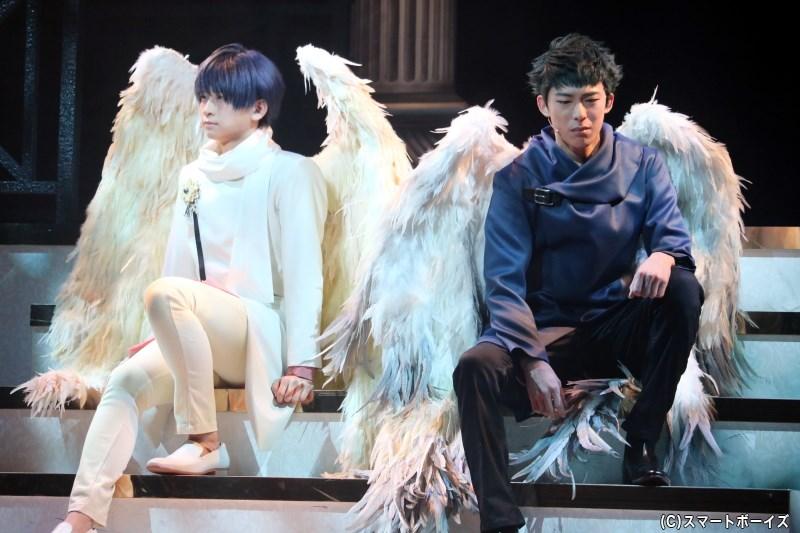 天使をモチーフにした「冬組」のステージは、繊細な表現で描かれます