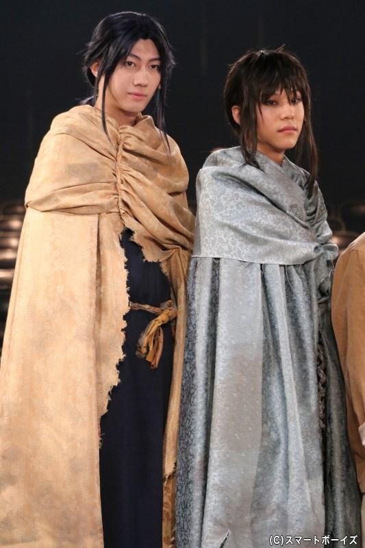 (左から)白金役の小坂涼太郎さん、白銀役の三浦海里さん