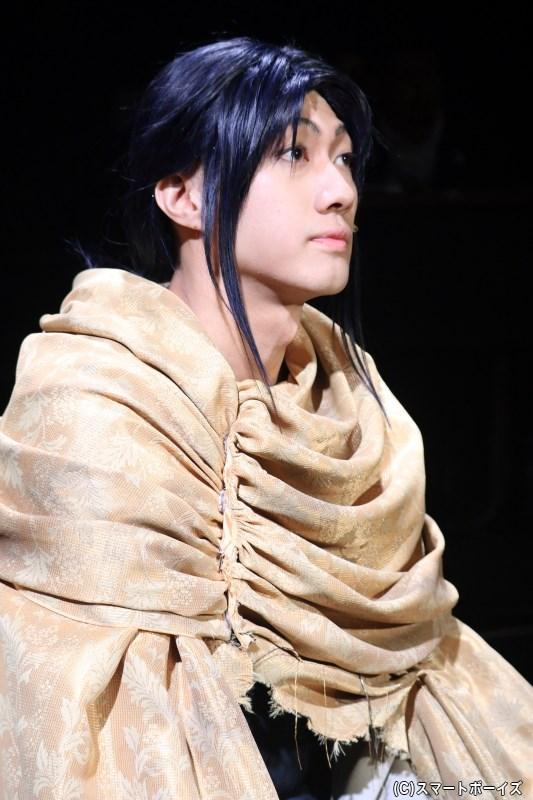 弟の白金(小坂涼太郎さん)は、フランシーヌに惹かれていく