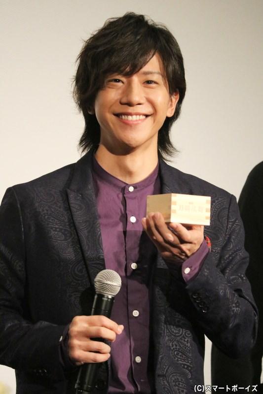 不動行光役の椎名さんも、甘酒での乾杯にこの笑顔!