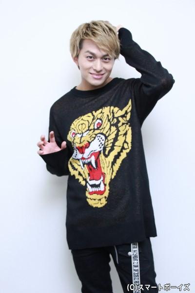 """インパクト満点! 虎の衣装にちなんで、小林さんの""""ガオー""""ポーズ!!"""