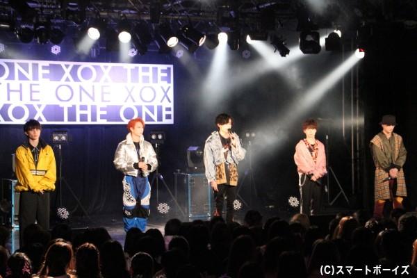 オープニングでは、病気のため大隅勇太さんがライブ欠席となったことをファンに報告