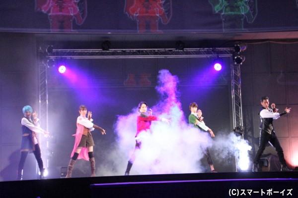 ヒーローショーの聖地「シアターGロッソ」で初変身!