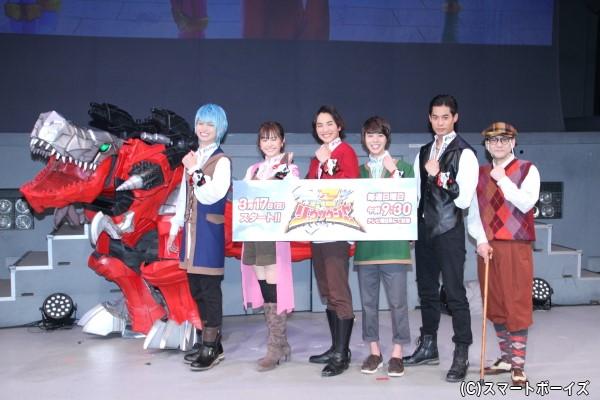 (左より)綱啓永さん、尾碕真花さん、一ノ瀬颯さん、小原唯和さん、岸田タツヤさん、吹越満さん