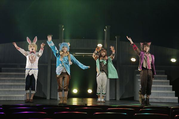 (左より)クロノ役の菊池修司さん、ドーマウス役の佐藤友咲さん、マーチア役の上杉輝さん、チェシャ猫役の白石康介さん