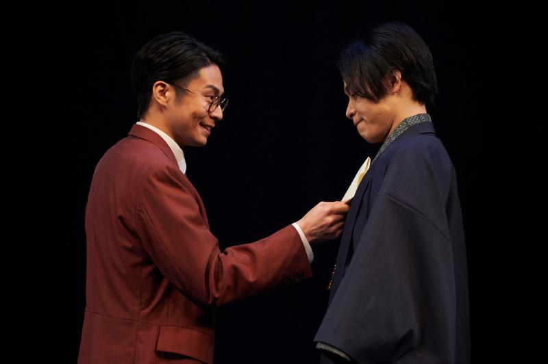 来島役の鯨井康介さん(写真左)