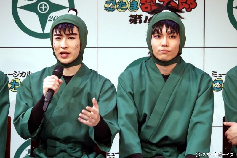 (左から)中在家長次役の新井雄也さん、七松小平太役の木村優良さん