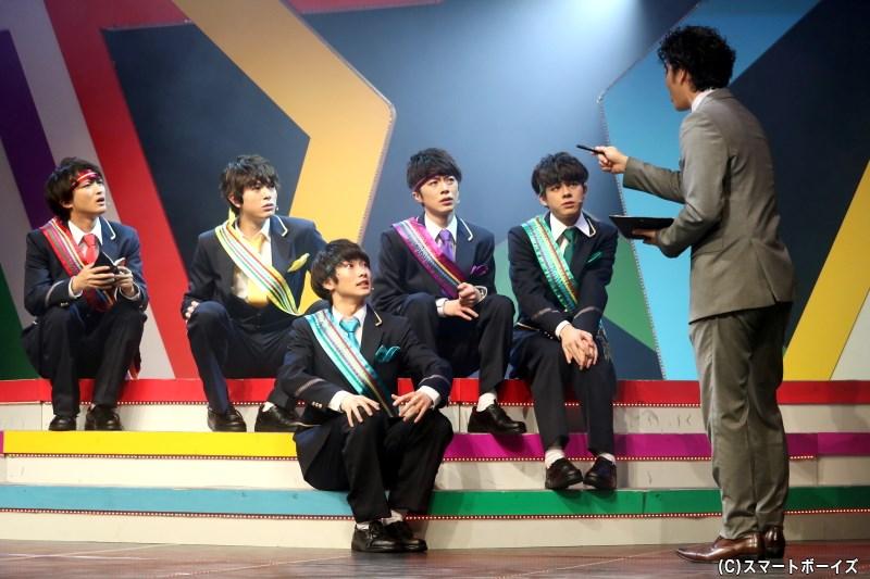 青木田のマネジメントで活動を始めた5人は、次第に話題となっていく