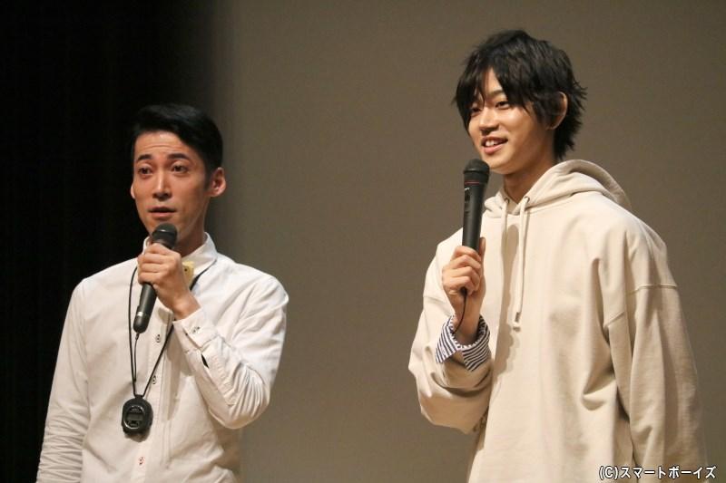 (左から)イベントMCの東ともひろさん、イベントの主役・高橋健介さん