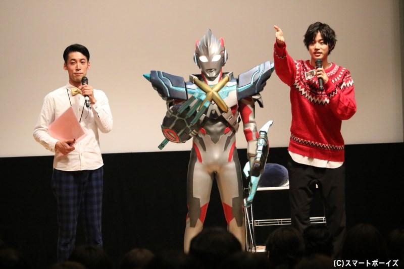 オークションでは、ウルトラマンエックスも高橋さんをお手伝い!