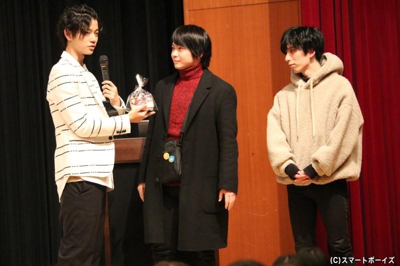 第3部で飛び入り参加してくれた山内涼平さん(中央)、新開理雄さん(右端)