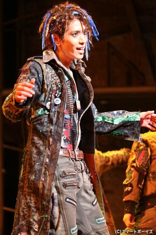 ロミオの親友・マーキューシオ(黒羽麻璃央さん)