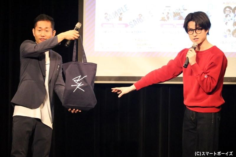 """松村さんの愛称""""のすけ=NSK""""がデザインされた、シンプルなバッグは大好評!"""