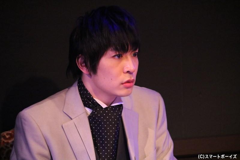 銀行社長の息子・紫野暁(吉村駿作さん)