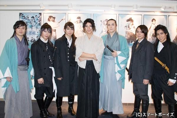 (左より)石田直也さん、田中尚輝さん、鐘ヶ江洸さん、松田 岳さん、冨森ジャスティンさん、田渕法明さん、山本誠大さん