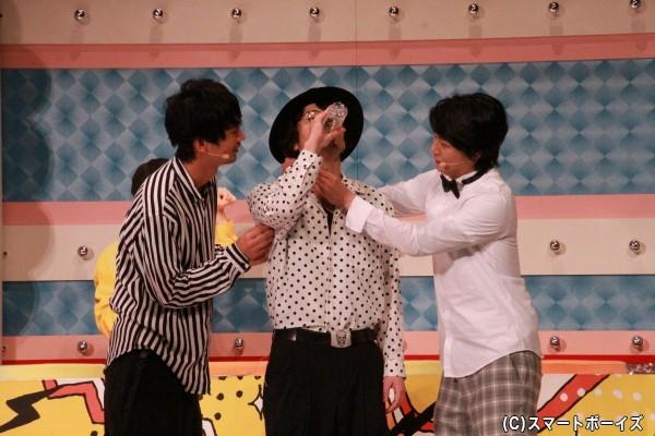 「こそばしあいならが水飲み干しバトル!」では、藤田さんに八神さんと小林さんがこそばすものの、結果は藤田さんの圧勝