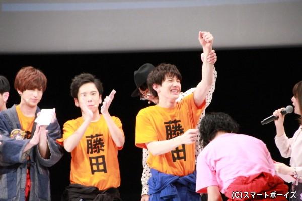 メンバー中最も文字の多い藤田さんチームの赤澤さんでしたが、見事全部揃いガッツポーズ