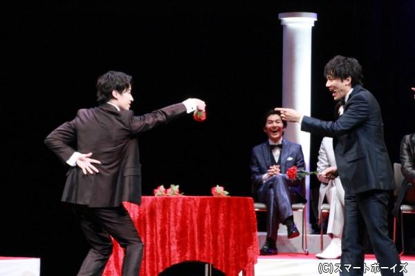 「あっち向いてローズ」第2試合で、富田さんの反則スレスレの行為に小澤さんがすかさず突っ込みを入れるシーン