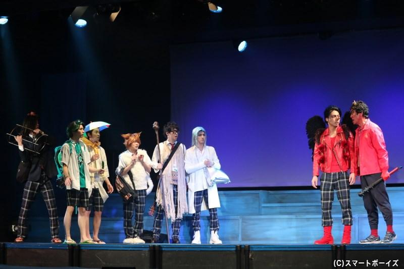 百鬼夜高等学校の妖怪たちは、赤鬼先生の引率で京都への修学旅行に出発!