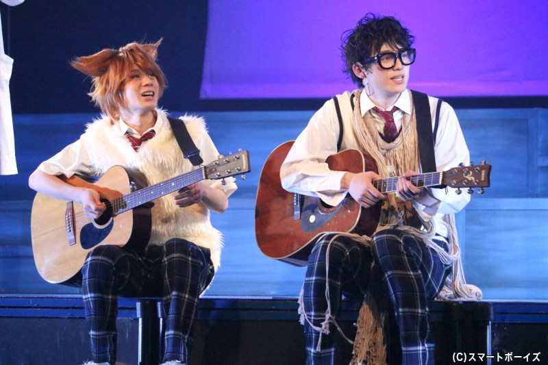 ドラマでも大人気のフォークデュオ・油'sは、京都でも歌い出し!?