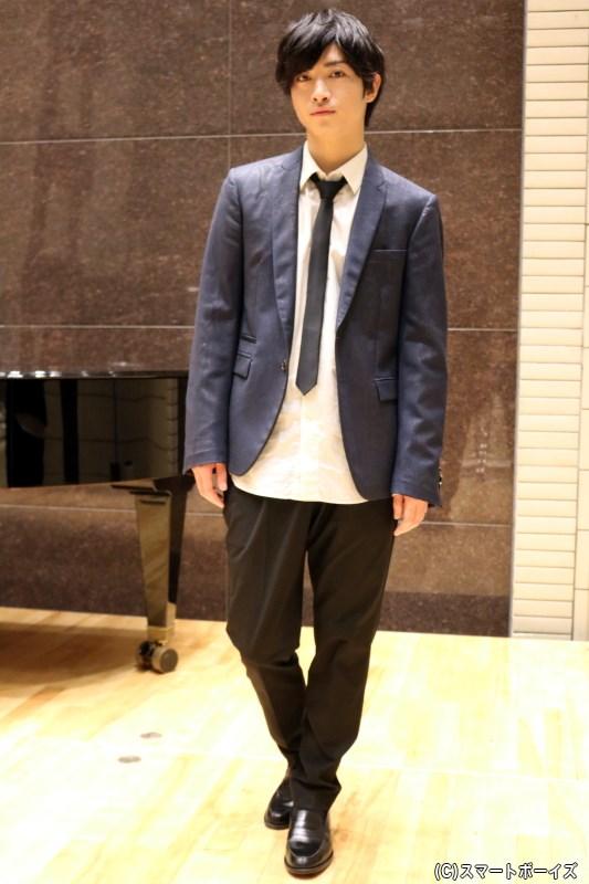 第1部ではシャツ&ネクタイを着こなして登場した木村達成さん