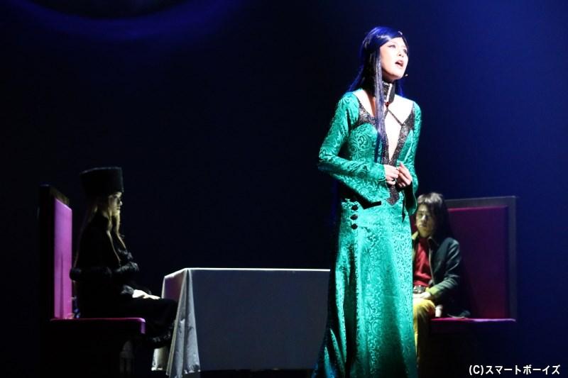 機械伯爵の恋人・リューズ(矢沢洋子さん)から、歌声とともにその理由が明かされる