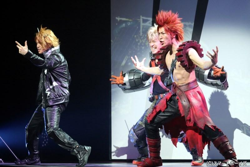 (手前左から)上鳴電気役の佐藤祐吾さん、切島鋭児郎役の田中尚輝さん