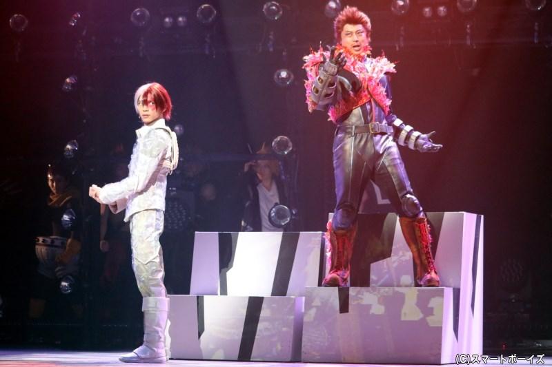 (左から)轟 焦凍役の北村 諒さん、No.2プロヒーローで轟 焦凍の父親・エンデヴァー役の上田悠介さん