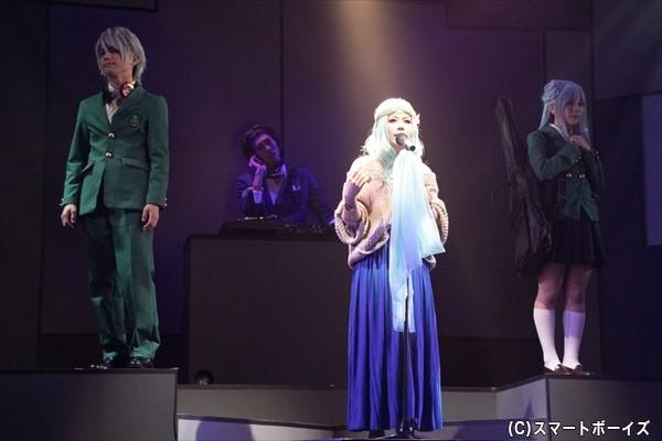 Fukiさんがアニメのエンディング主題歌『神様はきっと』の舞台版をしっとり歌い上げます