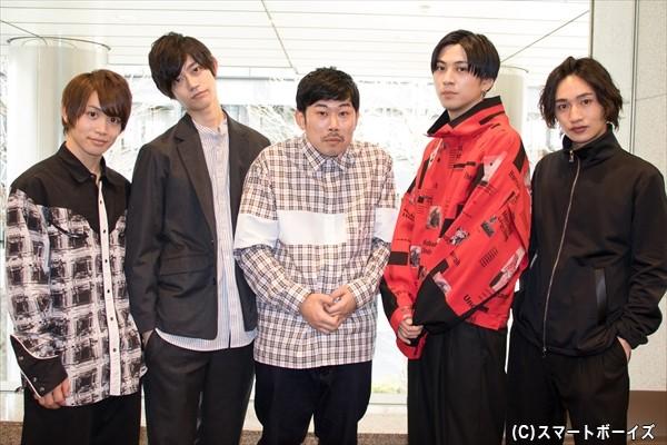 (左より)松本岳さん、高橋健介さん、撮影に飛び入り参加の岡野陽一さん、井澤勇貴さん、松本岳さん