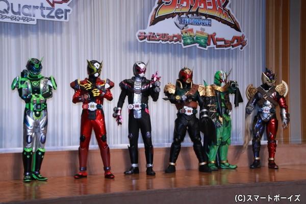 今作に登場する仮面ライダーたち。左から4番目はISSAさんが変身する仮面ライダーバールクス