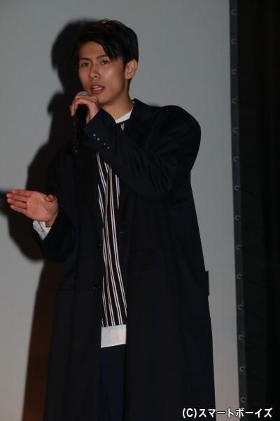 桜庭大翔さん 担当カラーは「PURPLE」、担当フレグランスは「バルサムノート」