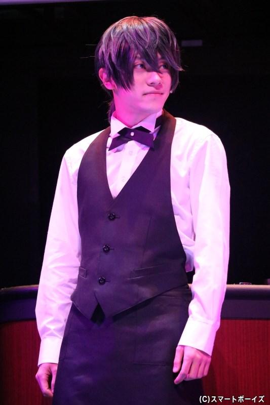メンバーたちが集まるバーの勤める、元バンドマン・聖矢役の笹翼さん(舞台オリジナルキャラクター)