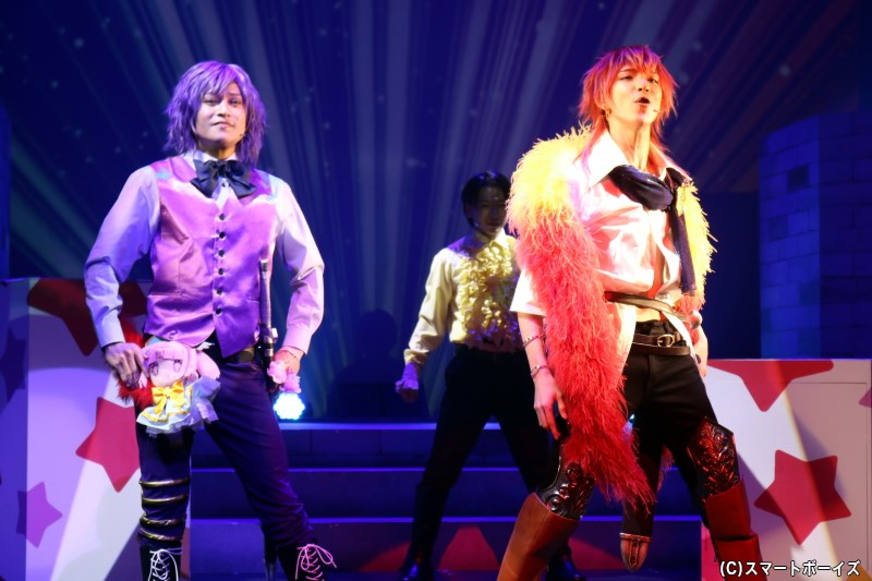 芝居小屋のシルク・ド・ミリドレイユ一座には、ナレクとメアに似た姿の役者がおり……